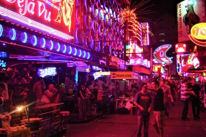 Soi Cowboy bars