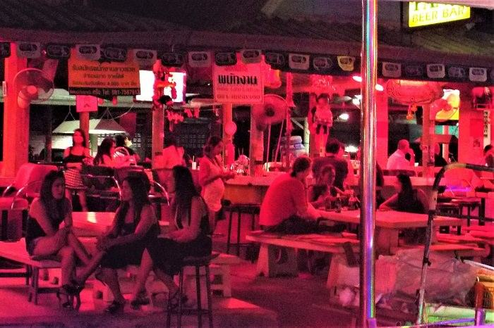 Pattaya beer bar girls on Soi 7