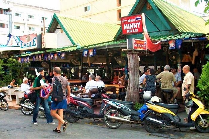 Daytime drinking in Thailand