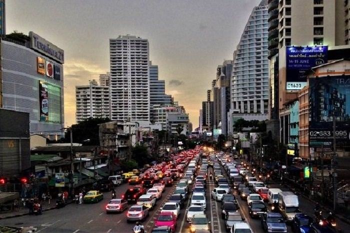 Sukhumvit Road, Asok intersection