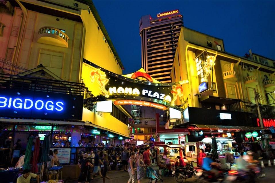 Nana Plaza entrance