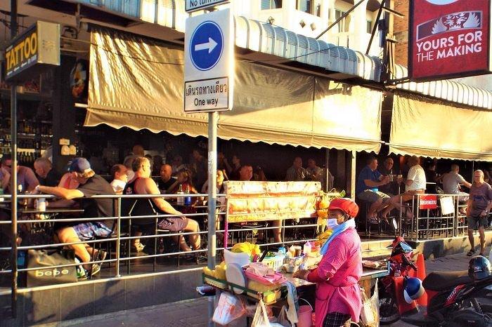 Beach Road Pattaya Bars